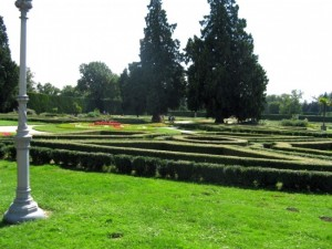 castle labyrinth garden park